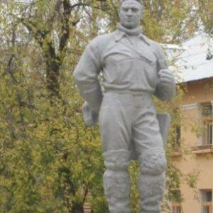 Памятник лётчику-испытателю Валерию Чкалову